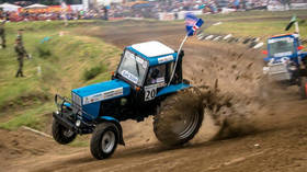 'Tractor racing' in contention to become 'new national sport' in Russia (VIDEO)