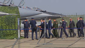 Putin inspects MiG-31 jet with hypersonic Kinzhal missile ahead of talks with Pompeo (VIDEO)