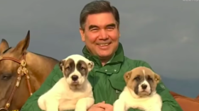 Puppy-loving president of Turkmenistan gifts military with delightful dogs (VIDEO)