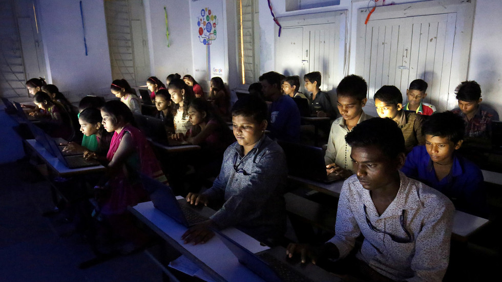 Cruel 'error' tricks family of student suicide victim into thinking 15yo passed exam when she failed