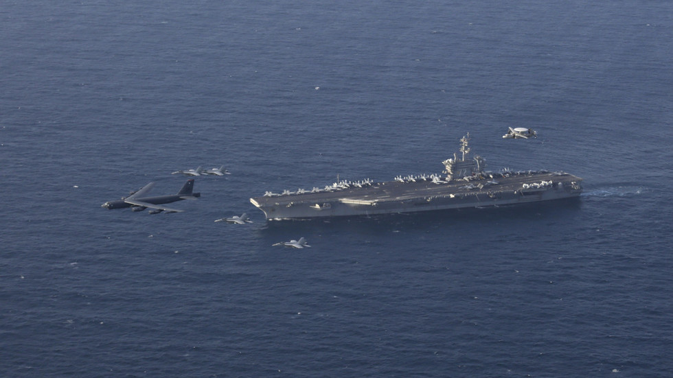 US strategic bomber & aircraft carrier drill 'strike operations' on Iran's doorstep (PHOTOS)