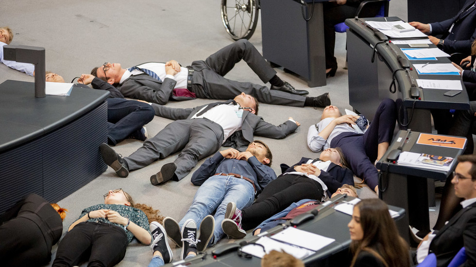 Youth activists stage 'die-in' in German parliament to protest govt climate policy 'disaster'