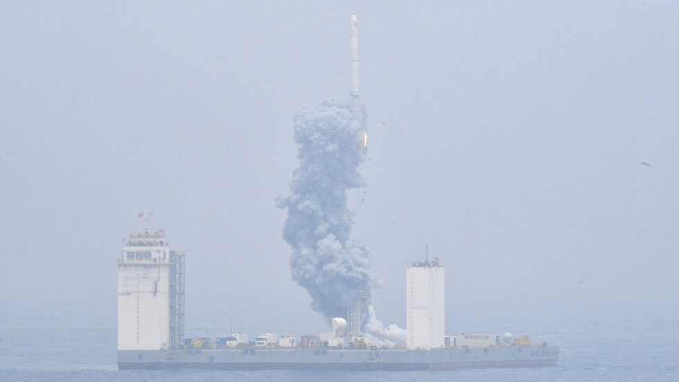 China launches its 1st space rocket from a sea platform (PHOTO)