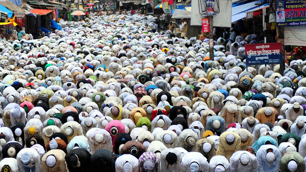 'Action should be taken': Indian MP lashes out at praying Muslim groups blocking roads
