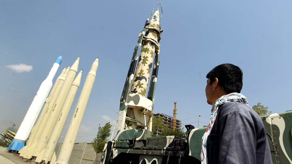 Iran unveils homebuilt air defense missile system to destroy 'stealth targets' (PHOTOS, VIDEO)