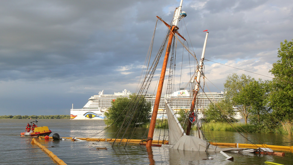 Container vessel OBLITERATES newly restored 19th-century wooden ship in Germany (PHOTOS)