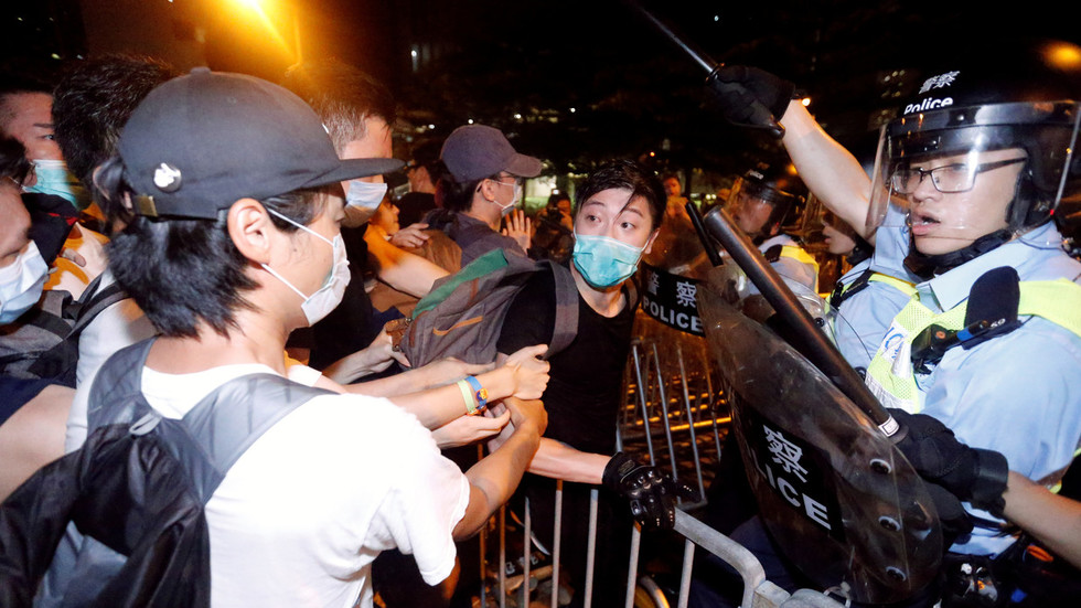 Clashes outside Hong Kong parliament as 'over 1 million' march against extradition bill (VIDEOS)