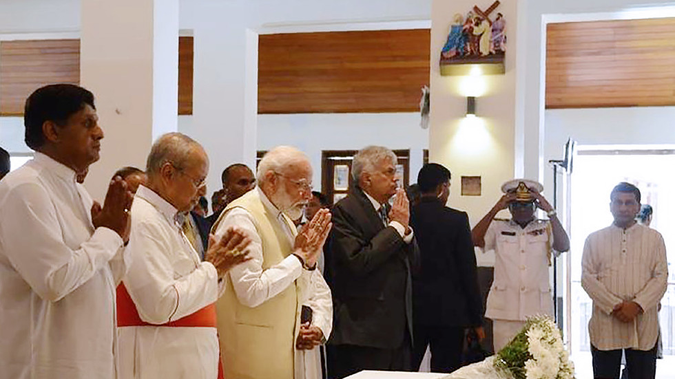 'Sri Lanka to rise again': Modi pays tribute to Easter bombings victims in Christian church