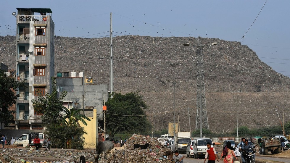 India's trash mountain will be 'bigger than the Taj Mahal by 2020'
