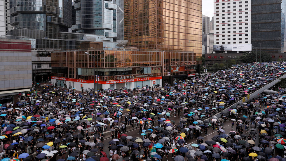 Scuffles as 10,000s of protesters march in Hong Kong to oppose extradition bill (PHOTOS)