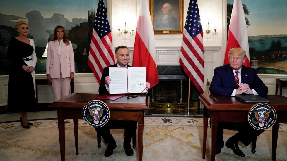 US, Poland sign military & LNG contracts while bashing Russian gas supply to EU