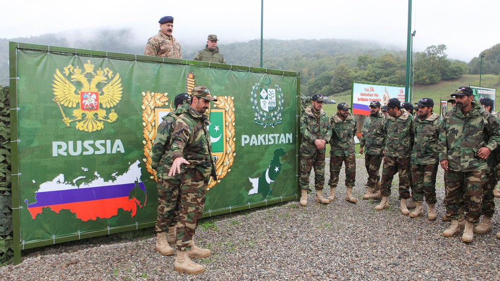 Pakistan eyes arms from Russia & better ties with Moscow in 'changing' world – PM