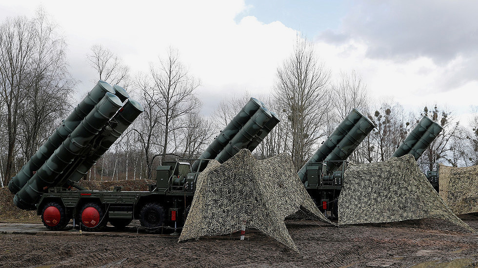 Sistema de mísseis superfície-ar S-400 instalado próximo a Kaliningrad. © Reuters/Vitaly Nevar/FILE PHOTO