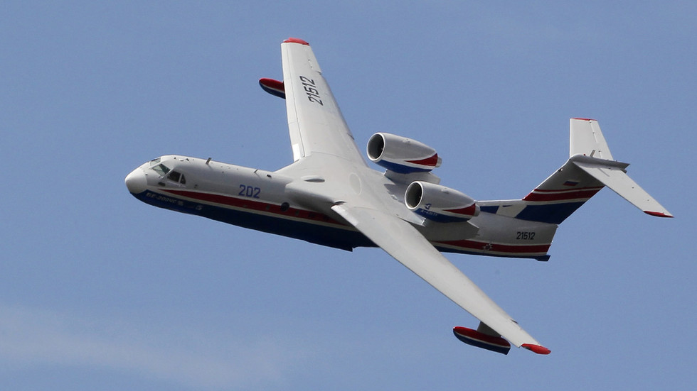 Um avião de combate a incêndios Beriev Be-200ES © Reuters / Pascal Rossignol