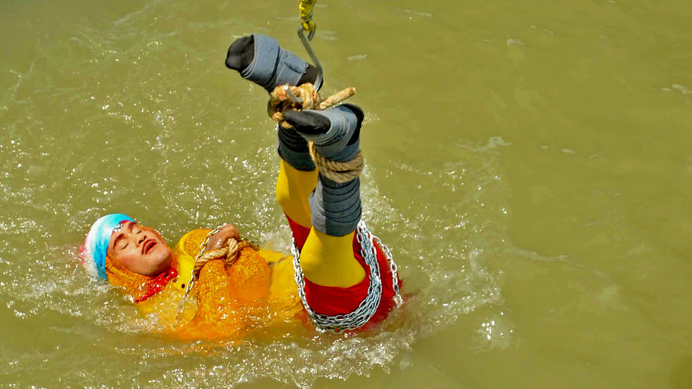 Indian magician feared drowned after failed attempt to copy Houdini trick