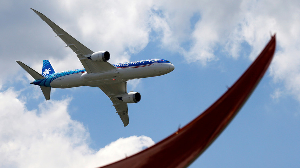 Boeing gets ZERO orders first day at Le Bourget as European rival Airbus steals Paris Air Show