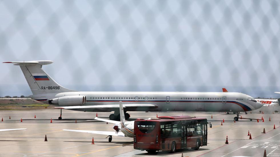 Russian 'military plane' lands in Venezuela (PHOTOS)
