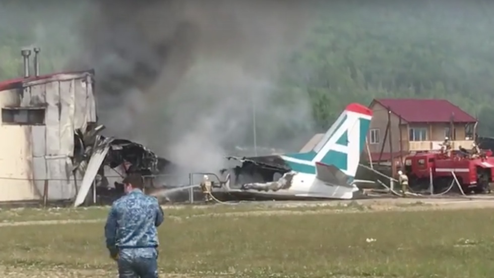 2 killed after An-24 skids off runway & crashes into building in Eastern Siberia (VIDEOS)