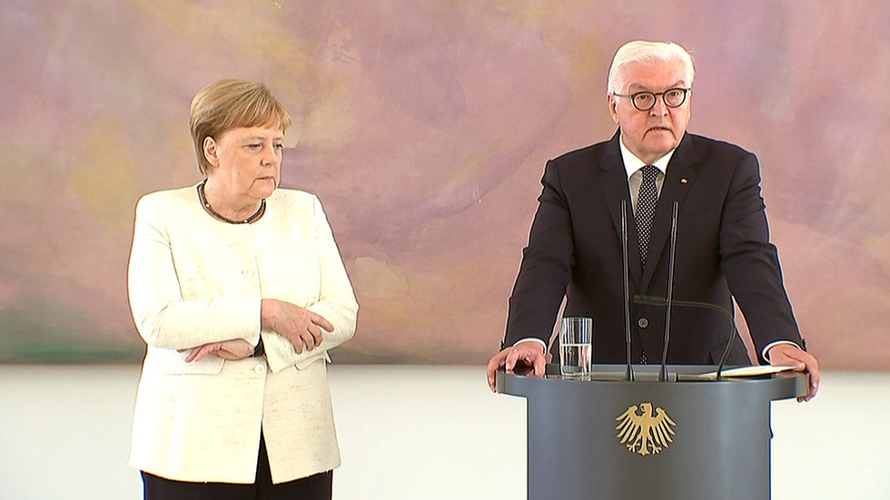 Angela Merkel shakes AGAIN during official ceremony