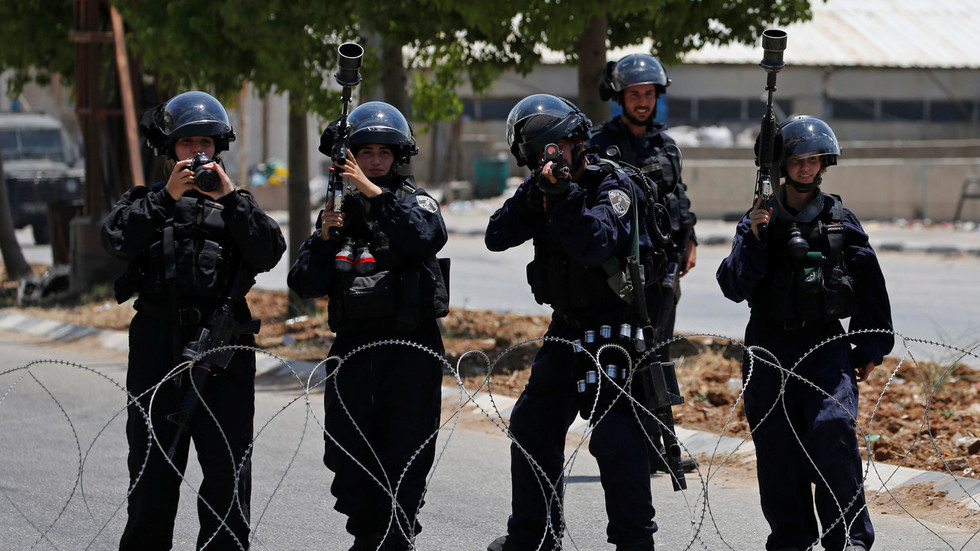 20 injured in East Jerusalem as Israeli police kill man for 'launching fireworks at them' (VIDEOS)