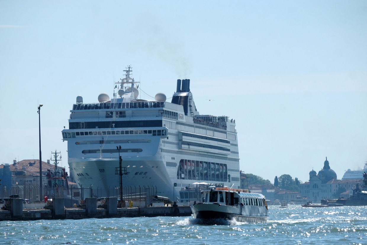 Cruise ship crashes into tourist boat in Venice, injuring five people