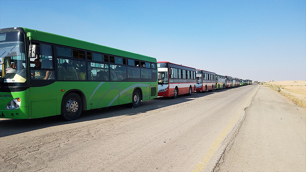 Convoy of buses carrying displaced Syrians from Rukban camp to refugee shelters in government-secured Homs. © Eva Bartlett