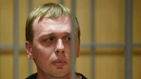 Court puts Russian journalist charged with drug dealing under house arrest