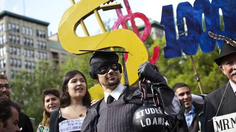 Protest against student loan debt © Reuters / Andrew Burton