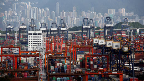 A general view of Kwai Tsing Container Terminals for transporting shipping containers in Hong Kong © Reuters / Bobby Yip