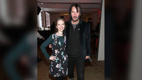 Is Keanu Reeves refusing to touch people in photos because of #MeToo? Should we as well?