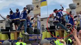 Russian NHL star tumbles off fire truck during Blues Stanley Cup parade (VIDEO)