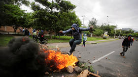 Violence escalates at Honduras student protests amid molotov cocktails & police fire (VIDEOS)