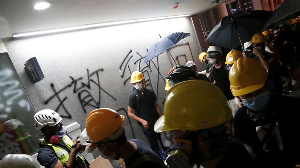 Hong Kong protesters occupy parliament building, spray graffiti (PHOTOS, LIVE VIDEO)