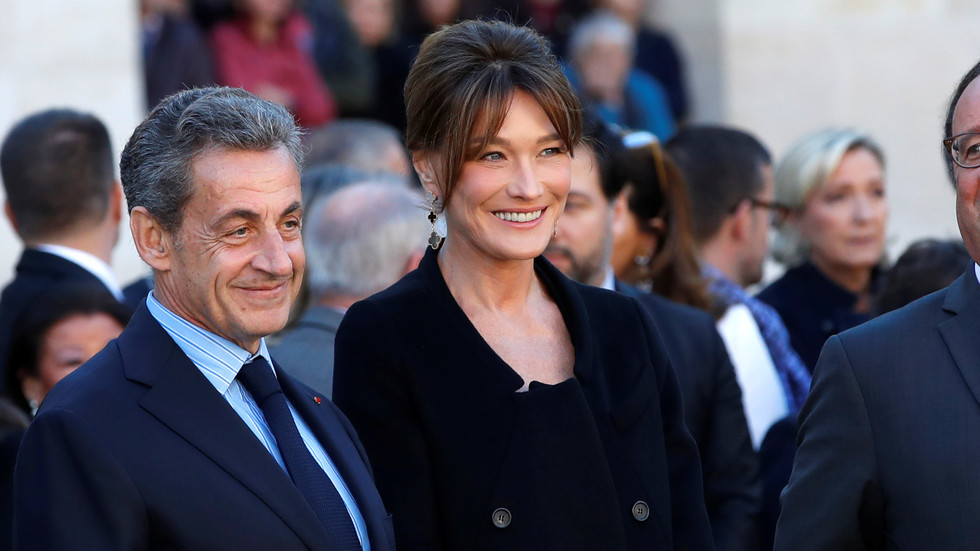 French mag mocked for portraying Sarkozy towering over wife Carla Bruni (PHOTO)