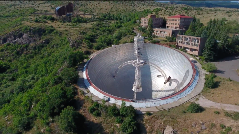 Drone VIDEO takes you up close to giant abandoned Soviet radio telescope in Armenia