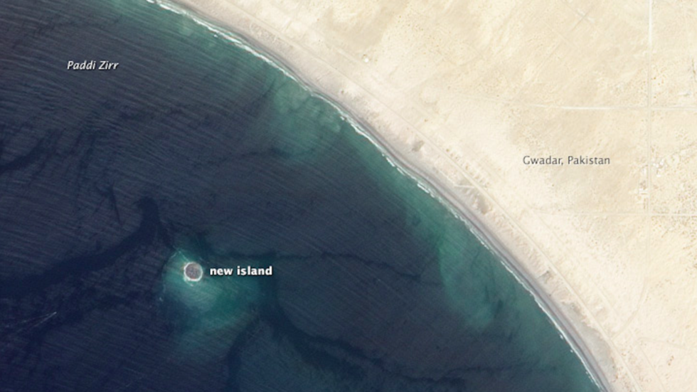Island created by deadly earthquake disappears into Indian Ocean (PHOTOS)