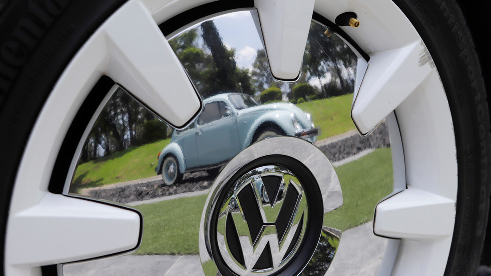 Buggin' out: Last ever Volkswagen Beetle rolls off Mexican production line