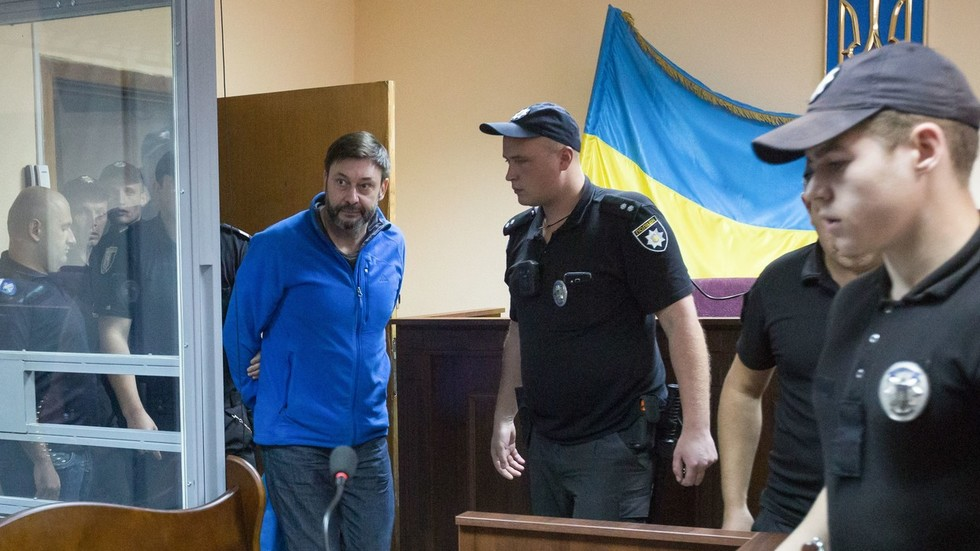 Uncertainty over Russia-Ukraine prisoner swap after Kiev court postpones journalist's release