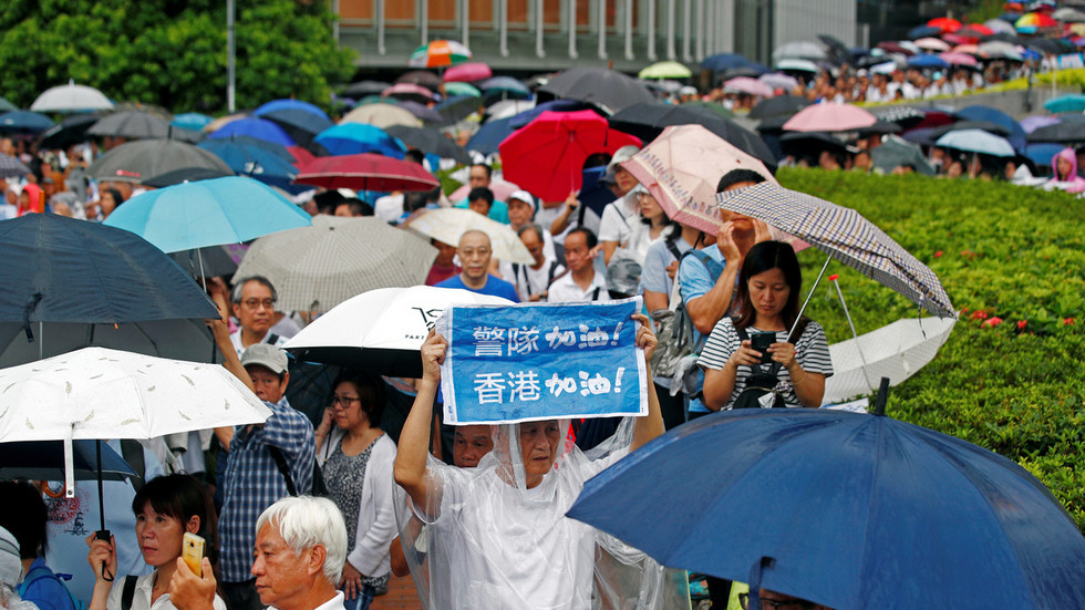 100,000+ brave rain in Hong Kong in show of support to police