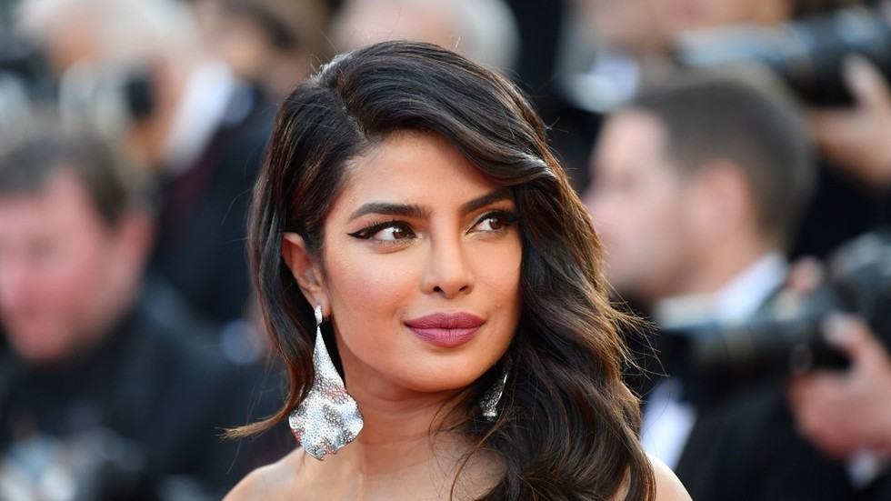 Priyanka Chopra dissed as 'hypocrite' over viral smoking photo after her asthma campaign