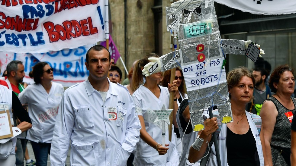 French medics outraged as nurse denied citizenship for working too much