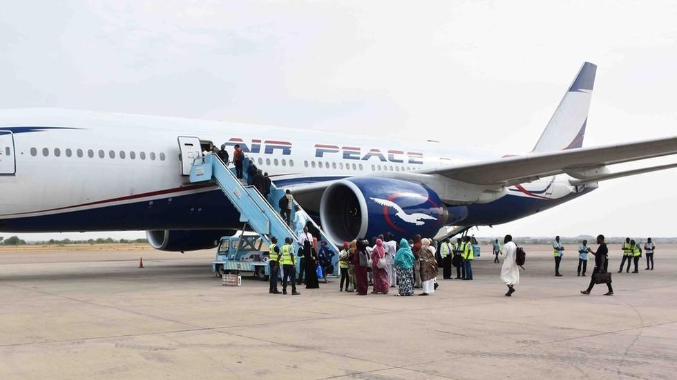 'We dropped from the sky': Nigerian plane breaks nose gear on emergency landing (PHOTOS, VIDEOS)