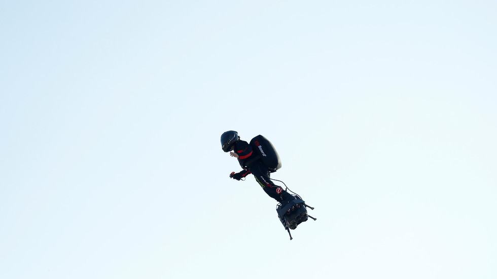 French inventor fails in attempt to cross English Channel on jet-powered flyboard (PHOTOS)
