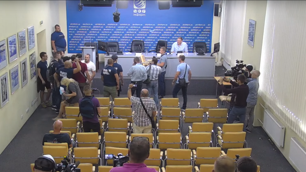 Egg-tossing radicals hijack press conference at Ukraine's state news agency