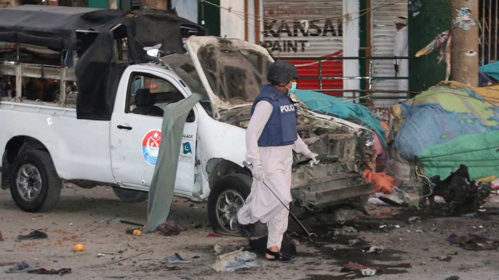 At least 5 killed, 38 injured in bomb blast targeting police in Pakistan