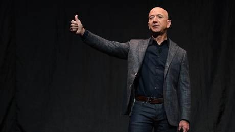 FILE PHOTO: Founder and CEO of Amazon Jeff Bezos © Reuters / Clodagh Kilcoyne