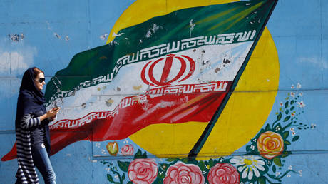 FILE PHOTO: A mural of the Iranian flag in Tehran © AFP