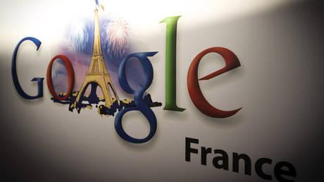 Google's logo at the Google cultural hub in Paris © AFP / Joël Saget