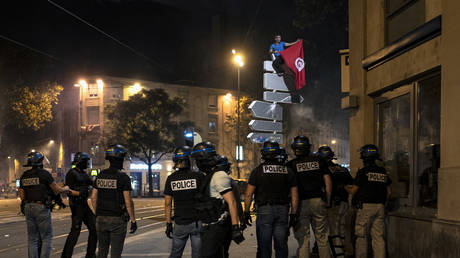 280+ arrested as Algeria football fans go on rampage in French cities (PHOTO, VIDEO)