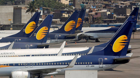 FILE PHOTO: Jet Airways aircrafts are seen parked at the Chhatrapati Shivaji Maharaj International Airport in Mumbai, India, April 18, 2019. ©  REUTERS/Francis Mascarenhas